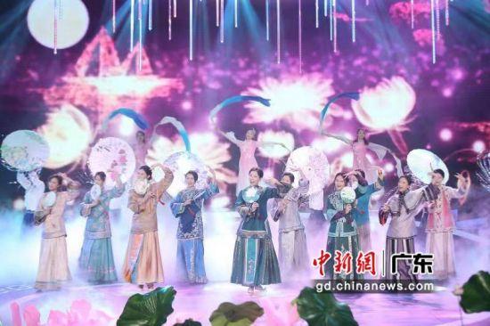 在2019珠江形象大使毕业礼现场,十名学员化身为岭南十大金钗亮相。龚雪 摄