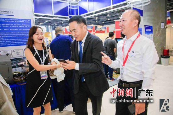 为期三天的第五届广州国际汽车零部件及售后市场展览会(AAG)10月11日开幕,这是华南地区规模最大的汽车后市场品牌展会,共有近1500家企业国内外企业参展。于佳旋摄影