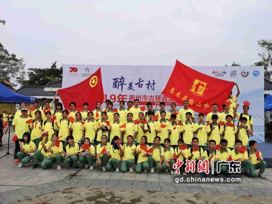 图为2019年南粤古驿道定向大赛在广东惠东县稔山镇范和村举行的盛大现场。黄伟强摄影