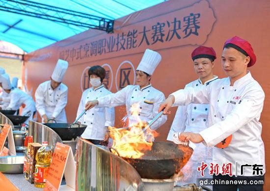 进入决赛的选手来自九江餐厅、各学堂厨工和热爱烹饪的社会人士。(摄影:梁平 )