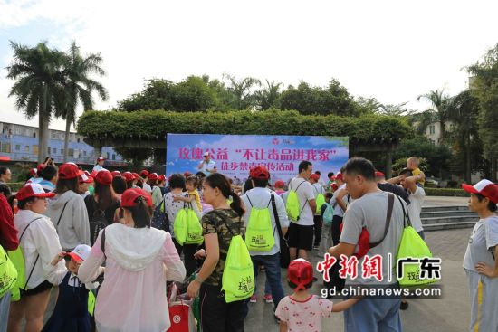 数以百计的市民及志愿者参与当天的徒步和宣传活动。主办方供图