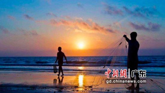 湛江海景与渔民。通讯员 供图