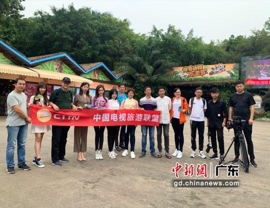 中国电视旅游联盟采风媒体团在广州长隆野生动物园进行拍摄。 主办方供图