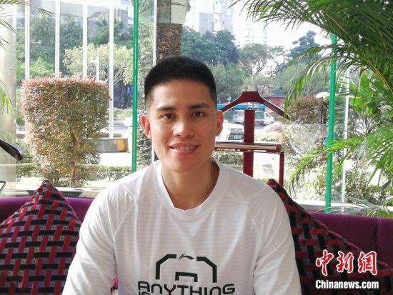 陈盈骏接受记者采访。郭军 摄