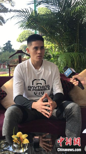 陈盈骏接受记者采访。韦杰夫 摄
