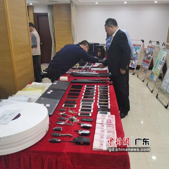 2019年以来,汕头龙湖警方摧毁涉黑社会组织1个、恶势力犯罪集团2个、涉恶团伙17个;刑拘犯罪嫌疑人281名,逮捕195名。李怡青摄影