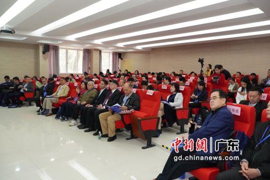 """""""第三届地方政府与区域治理""""学术研讨会30日在广州举行,图为研讨会现场。冯展豪 摄"""