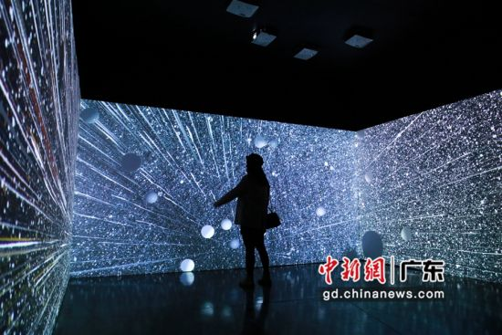 """""""探索万物""""的国际公共艺术展作品。(主办方供图)"""