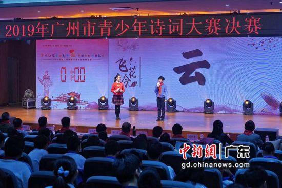 决赛现场,选手们在进行比赛。共青团广州市委摄。