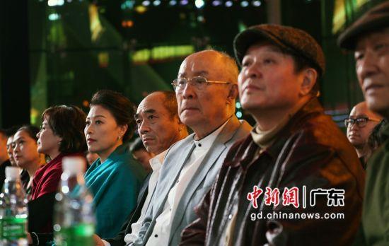 参加第十届中国影协杯暨第一届中国聿影计划推介之夜的资深电影人。(姬东摄影)