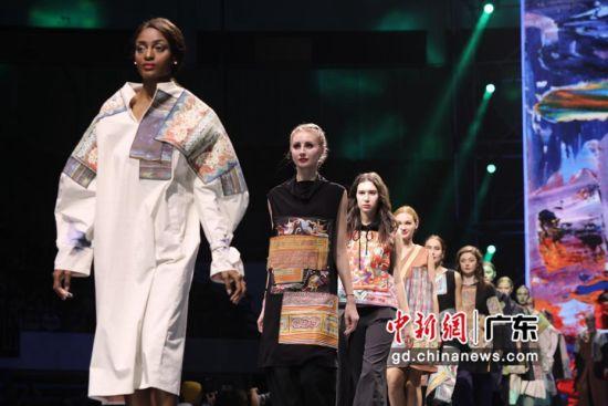 多位服装设计师推出最新设计作品。通讯员 供图