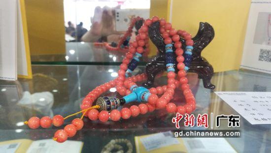 拍品珊瑚串饰。(摄影:郑小红)