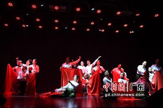 群众文艺嘉年华的舞蹈表演。(姬东摄影)