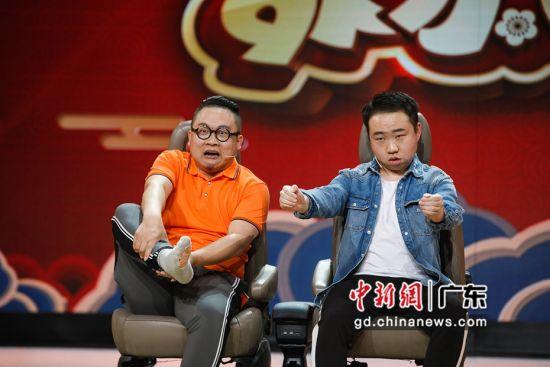 刘涛滔、郭江涛出演的小品《学车》全程高能。通讯员 供图