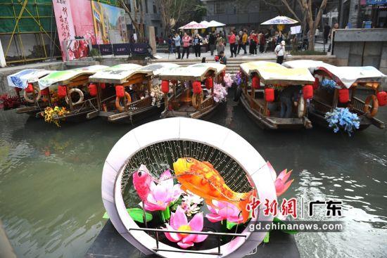 """以""""花""""为主题,结合岭南特色的水上花市。(姬东摄影)"""