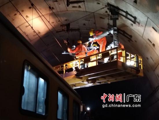 广铁深圳供电段积极确保春运确保供电设备安全