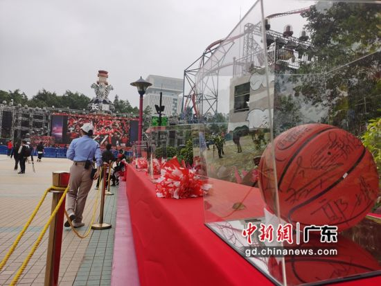 园区内CBA篮球主题元素随处可见。唐贵江摄影