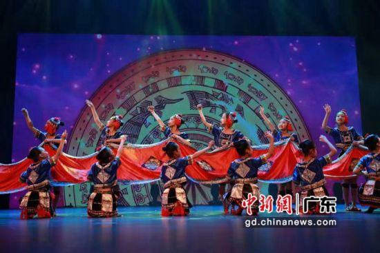 广州少年儿童图书馆举行2020年迎新花会