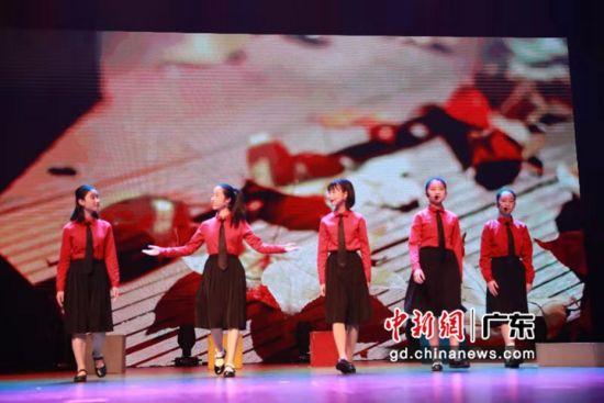 广州少年儿童图书馆举行2020年迎新花会。作者:黄韵筝