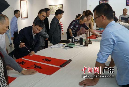 幸福中国书画艺术暨李思雅公益音乐会进社区
