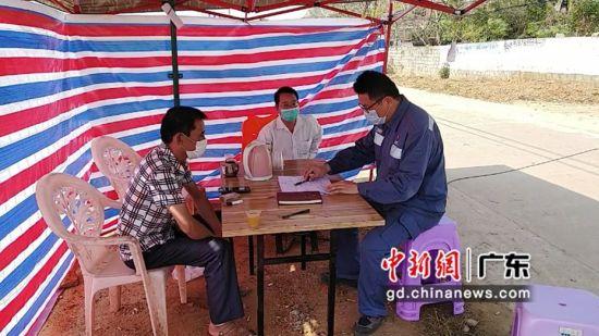 南方电网公司705名扶贫干部迅速响应号召,纷纷提前结束休假,回到定点扶贫村。蓝旺供图