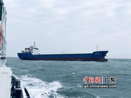 船舶触礁进水 汕头海事迅速协调救起11名船员