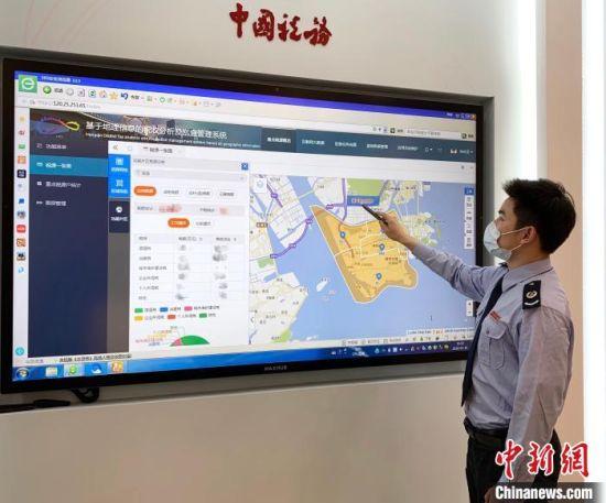 横琴新区税务局运用税收大数据精准服务企业复工复产 黄婷 摄