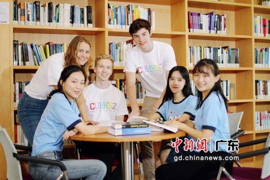 香港中文大学(深圳)的学生们。港中大供图