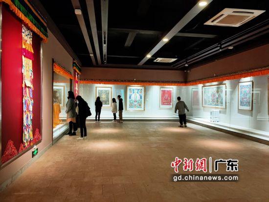 80余幅国家级非遗大师希热布唐卡作品东莞展出。图为展览现场(徐倩 摄)