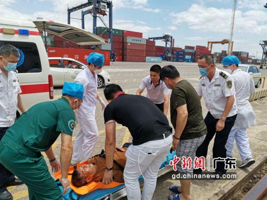 图为惠州海事党员突击队立即落实防疫救助应急预案 惠州海事局供图