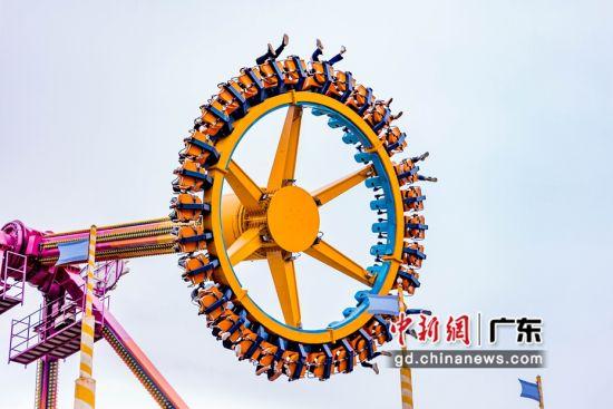 """""""五一""""期间深圳欢乐谷有序接待游客4万余人次"""