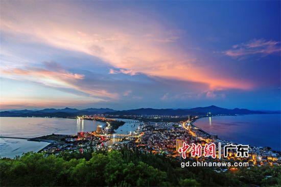 图为惠东的双月湾 惠东县文广旅体局供图
