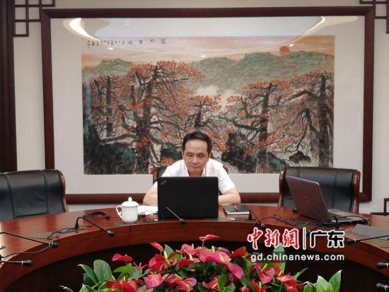 广州市科学技术局副巡视员梁加宁在线上参加对接会。 大湾区科技创新服务中心 供图