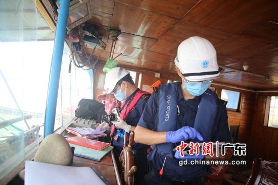 """海上""""船舶安全健康体检站""""在深圳前海湾水域正式启用。(通讯员 林秋梅 摄)"""