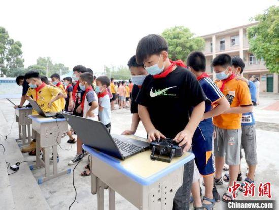 """广东""""两帮两促""""助力脱贫攻坚 促乡村青少年成长"""