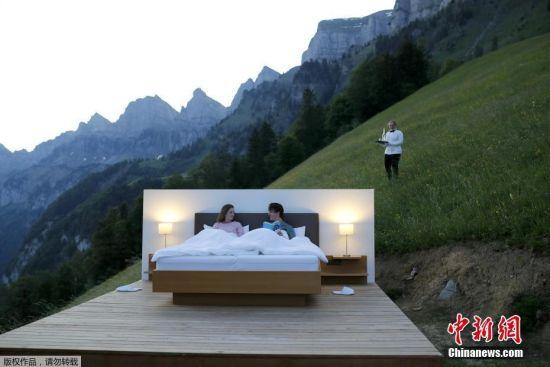 瑞士艺术家打造无死角露天观景房 与山水融为一体
