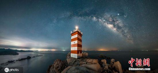 6月1日报道,福建平潭东庠岛天气晴好,星空璀璨 靓丽夺目。图片来源:ICphoto