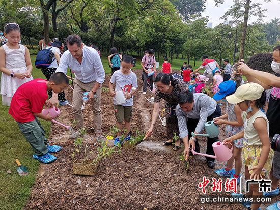 """广州举行""""听见花开,种植未来""""科普活动"""