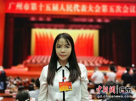 广州市第十五届人民代表大会第五次会议5日举行预备会议,图为陈桂针出席会议。