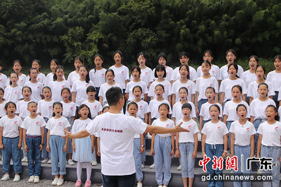 现场童声合唱《为了明天的绽放》 主办方供图