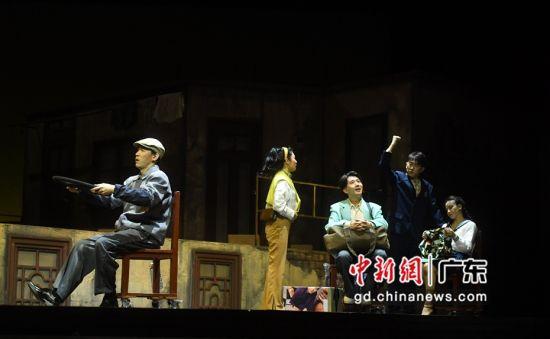 音乐剧《再见,1990》2.0版本剧照。 (姬东摄影)