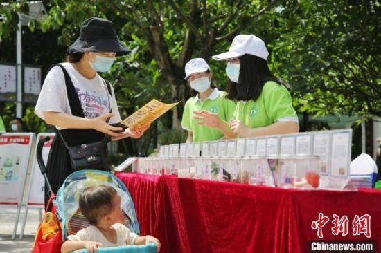 市民在游览广州白云禁毒主题公园。 谭札烽 摄