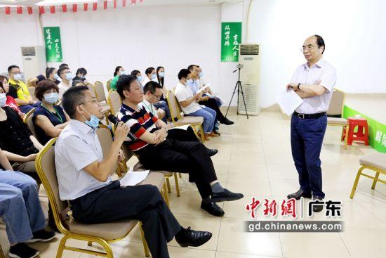世界卫生组织(WTO)药物与酒精专家顾问委员会委员、博士生导师郝伟教授 通讯员供图