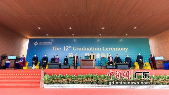 北京师范大学-香港浸会大学联合国际学院举行毕业典礼。杨炜民摄影