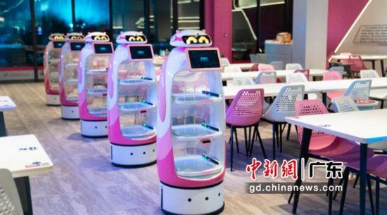 送餐机器人。许青青摄影