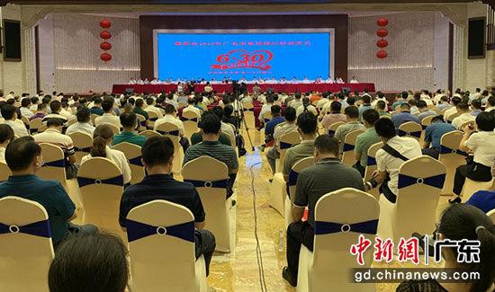 """梅州市2020年""""广东扶贫济困日""""活动在世界客商中心举行。赖振维 摄"""