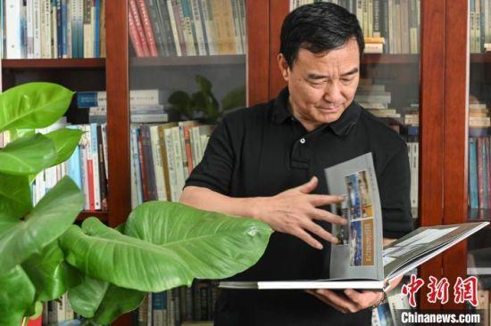 华南农业大学国家农业制度与发展研究院院长罗必良教授。 陈骥�F 摄