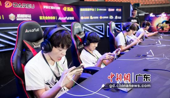 龙岗企业世竞体育参与电竞比赛活动。(龙岗区文化产业促进中心 供图)
