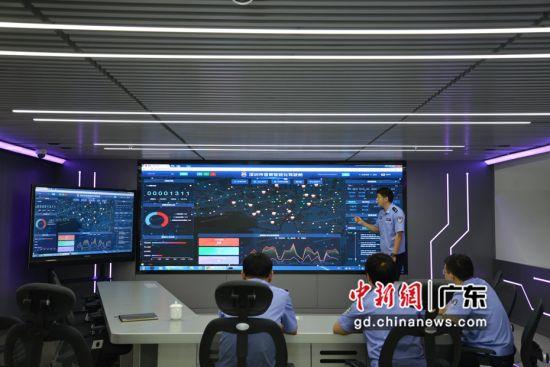 """深圳市公安局督察支队组织开展""""大数据+网上督察""""预警建模。 警方供图"""