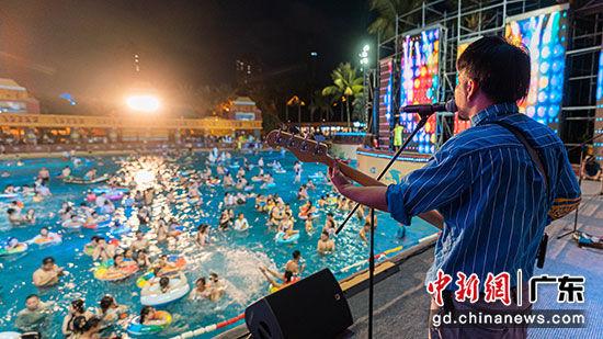 玛雅水公园夏浪音乐节 古珊 摄